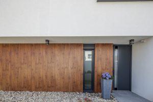 odvetraná fasáda rodinného domu - drevodekor